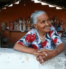An elderly Jequitinhonha Valley woman at her stall